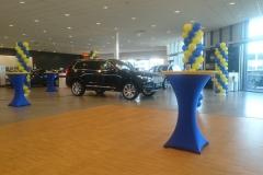 Presentatie auto met statafels stretch rok blauw geel