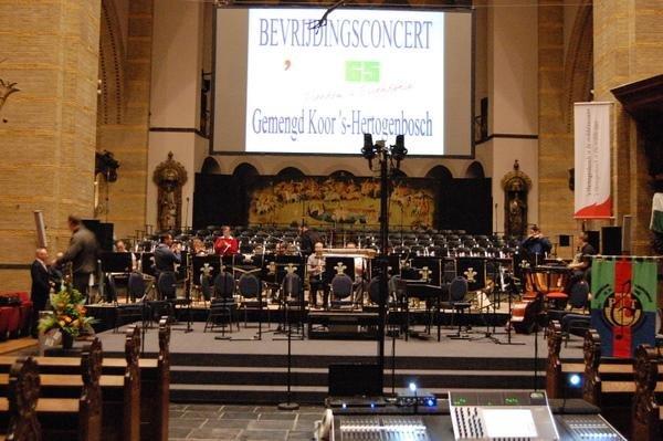 podium verhuur voor concert in kerk