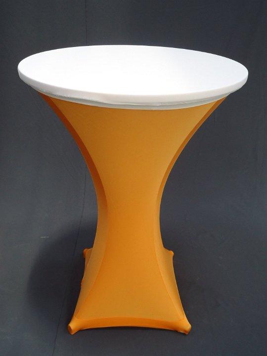 Statafel met oranje strechhoes en witte topcover