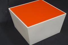 Conic loungetafel met oranjeblad
