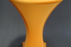 Statafel net oranje strechhoes en oranje topcover