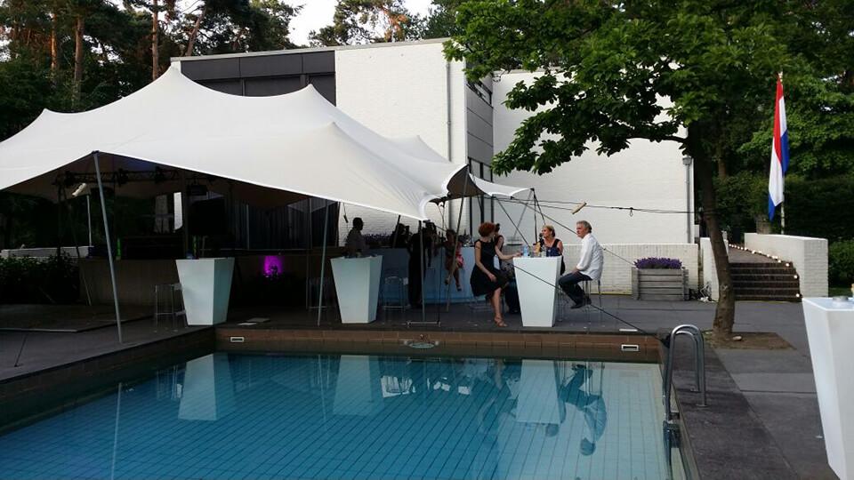 Tuinfeest met zwembad aankleding